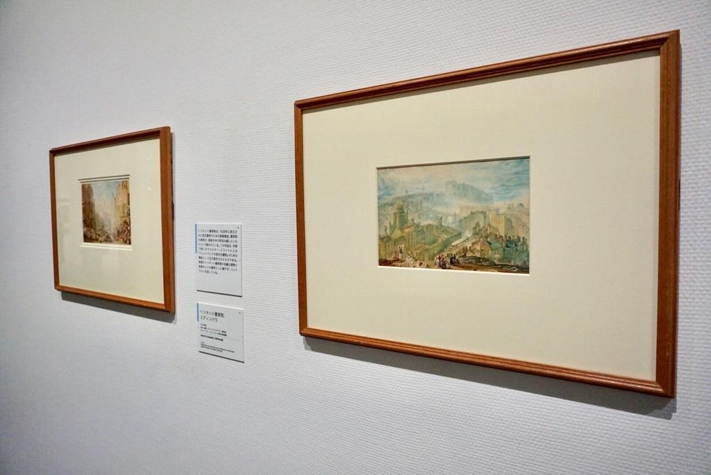 右:《コールトン・ヒルから見たエディンバラ》1819年頃 水彩、鉛筆、グワッシュ、スクレイピングアウト・網目紙 エディンバラスコットランド国立美術館群  (C)Trustees of the National Galleries of Scotland