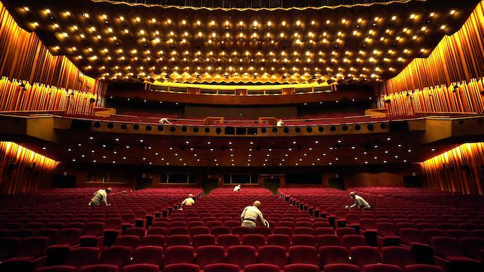帝国劇場での除菌の様子