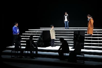 いつの日か、許し許される日がくることを願って~横山拓也作・演出、iaku『逢いにいくの、雨だけど』が開幕