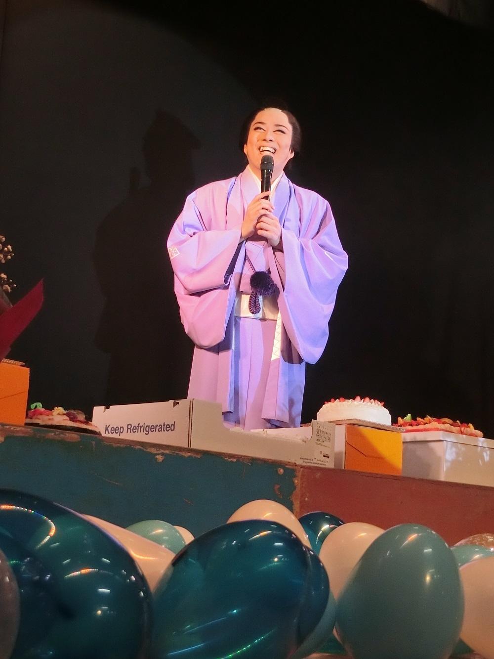 3/12(日)・3/13(月)に行われた新座長誕生日公演。ファンから多くのお祝いが届けられた。