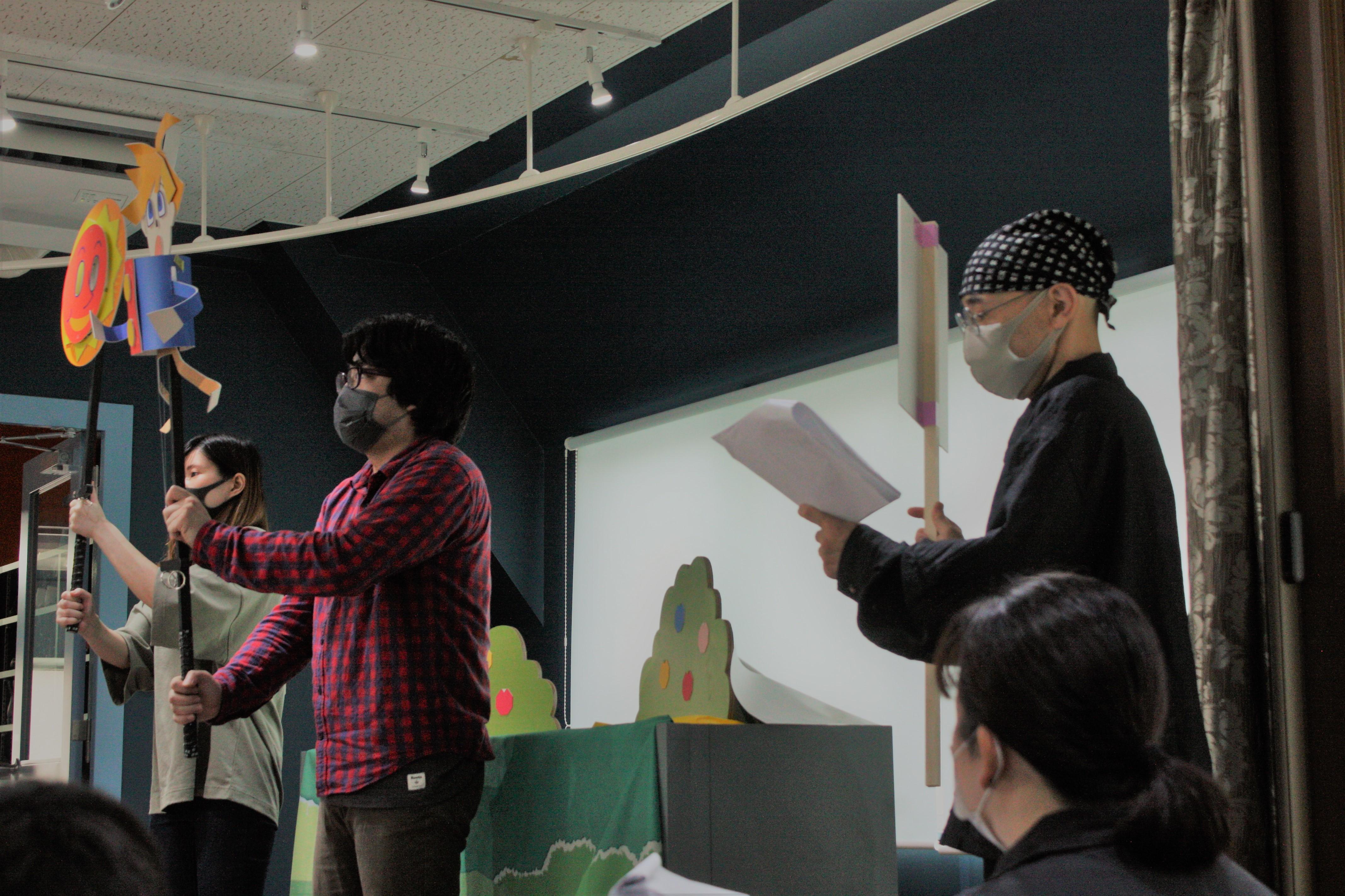 人形劇監修の様子 (C)SCRAP