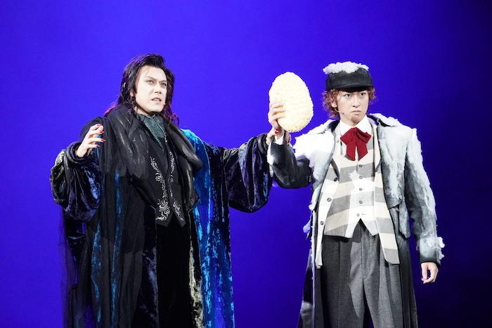左から クロロック伯爵:山口祐一郎、アルフレート:相葉裕樹 写真提供/東宝演劇部