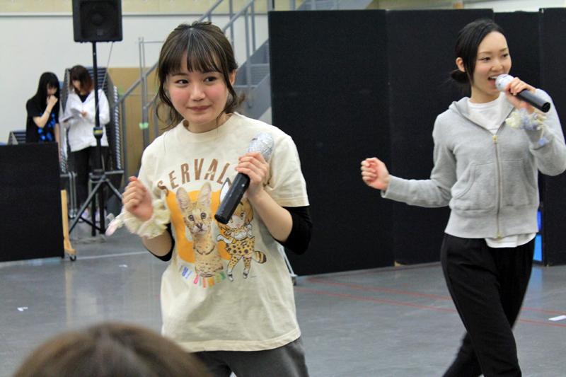 サーバル役・尾崎由香(左)