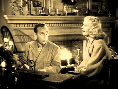 映画「スイング・ホテル」(1942年)で、〈ホワイト・クリスマス〉を歌うビング・クロスビー(左)と、共演のマジョリー・レイノルズ(DVDは、ワンコインの廉価版で入手可)。