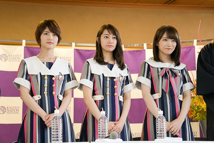 (左から)若月佑美、桜井玲香、秋元真夏(乃木坂46)
