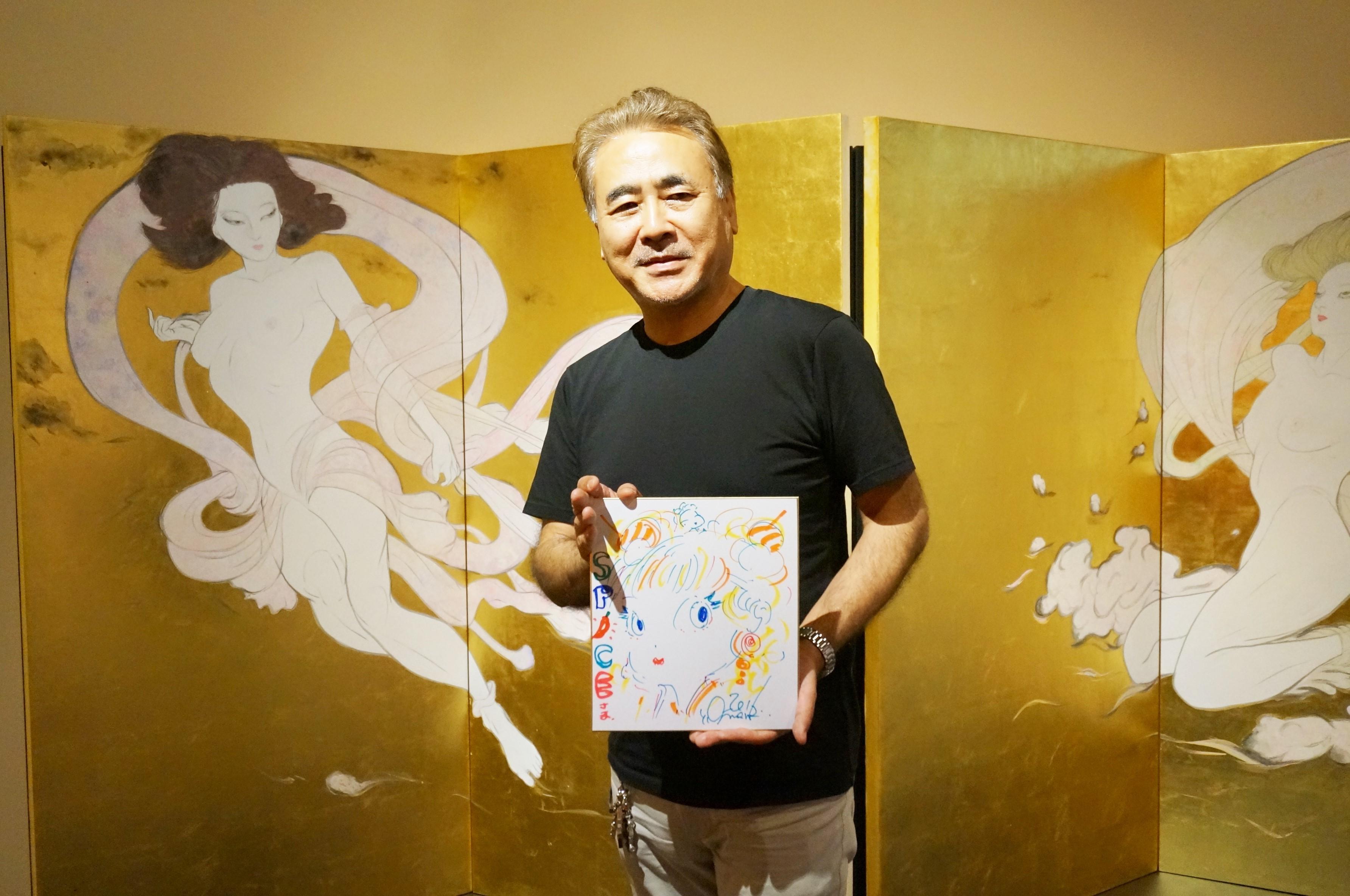 関西初公開『風神雷神図』の前で❝SPICE❞特別直筆イラストと天野氏