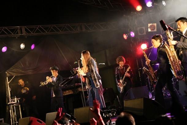 東京スカパラダイスオーケストラ「叶えた夢に火をつけて燃やす」岡山・岡山市民会館公演の様子。