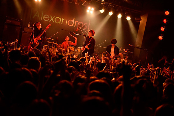 "「[Alexandros] TOUR 2015""ご馳走にありつかせて頂きます""」Yokohama Bay Hall公演の様子。(Photo by Yuki Kawamoto)"