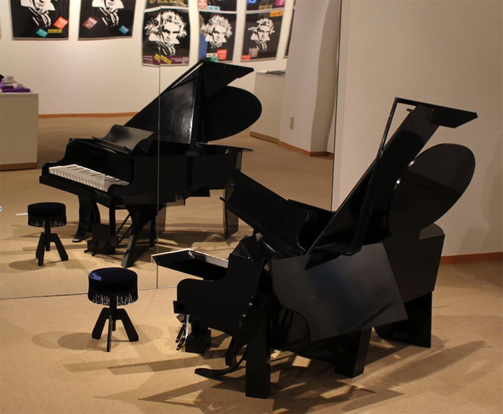 福田繁雄「アンダーグランドピアノ」1984年
