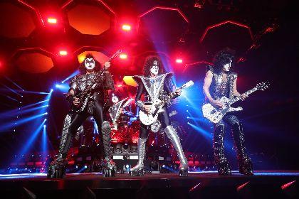 KISSが火を吹き空を飛ぶ! 4年ぶり最後の来日公演『END OF THE ROAD WORLD TOUR』がスタート
