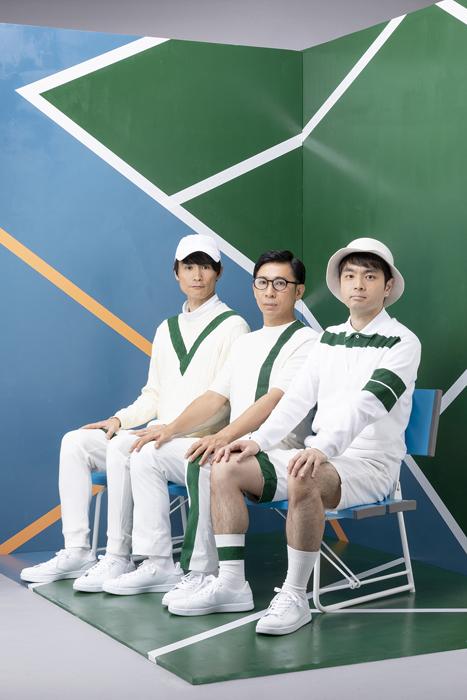 テニスコート(左から吉田正幸、神谷圭介、小出圭祐)