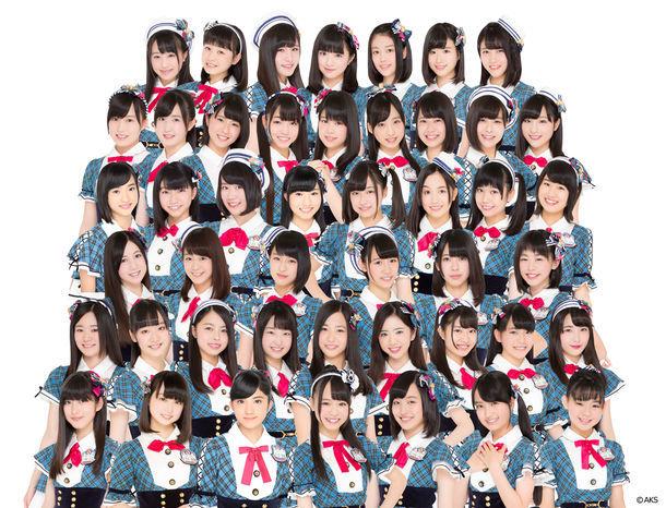 AKB48チーム8。下から2段目の右から4番目が濱松里緒菜。 (c)AKS