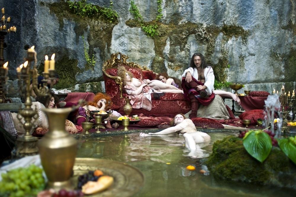 ヴァンサン・カッセル(好色な国王) (C)2015 ARCHIMEDE S.R.L.-LE PACTE SAS