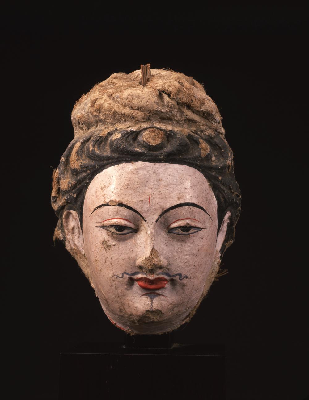菩薩像頭部:中国、 クムトラ千仏洞(平山郁夫シルクロード美術館)