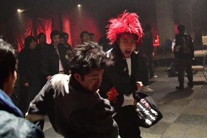 健太郎の高高度ドロップキックがさく裂&山田裕貴との衝突シーンも 「濱の狂犬」黒石高大も登場する映画『デメキン』予告