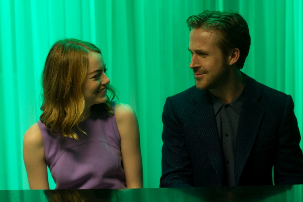 EW0001: Sebastian (Ryan Gosling) and Mia (Emma Stone) in LA LA LAND. Photo courtesy of Lionsgate. (C) 2016 Summit Entertainment, LLC. All Rights Reserved.to courtesy of Lionsgate.