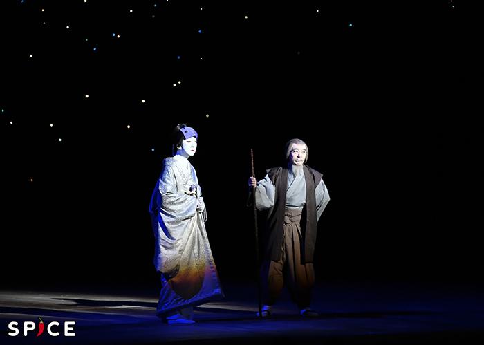 『新版雪之丞変化』左から、中村雪之丞=坂東玉三郎、孤軒老師=市川中車 提供 松竹(株)