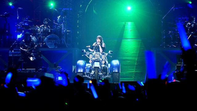 水樹奈々「NANA MIZUKI LIVE GATE」ダイジェスト映像のワンシーン。