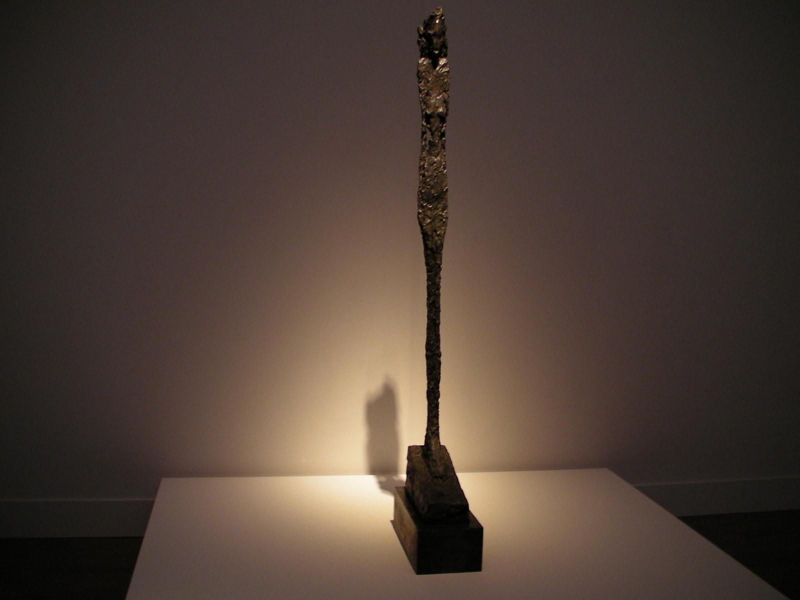 大きな像(女:レオーニ) 1947年