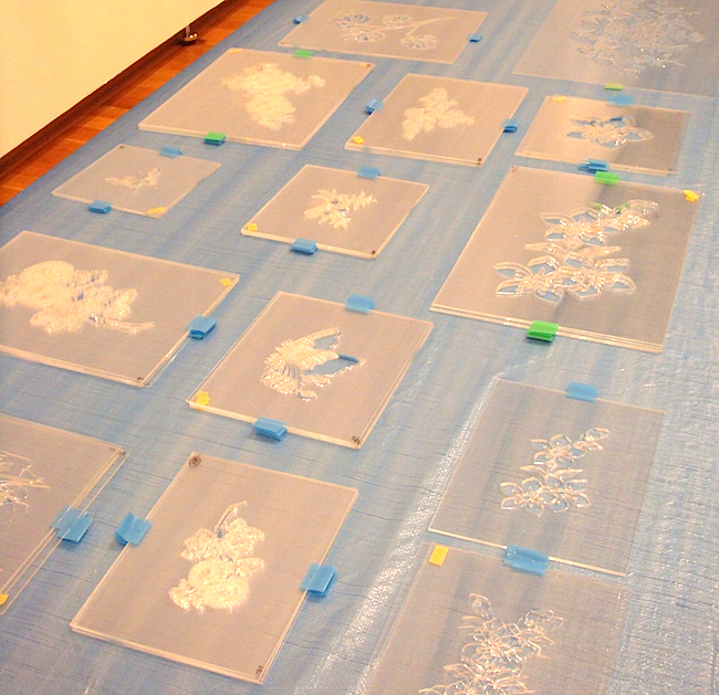 今回製作した34種類を含め、全110種類以上を駆使して描くという型紙の一部