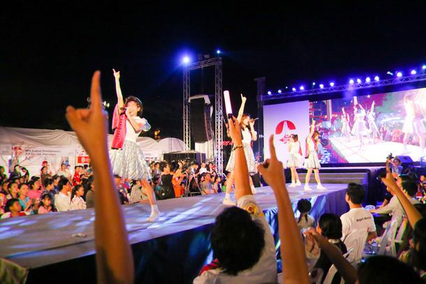 LinQによるライブの様子。(写真提供:ジョブ・ネット)