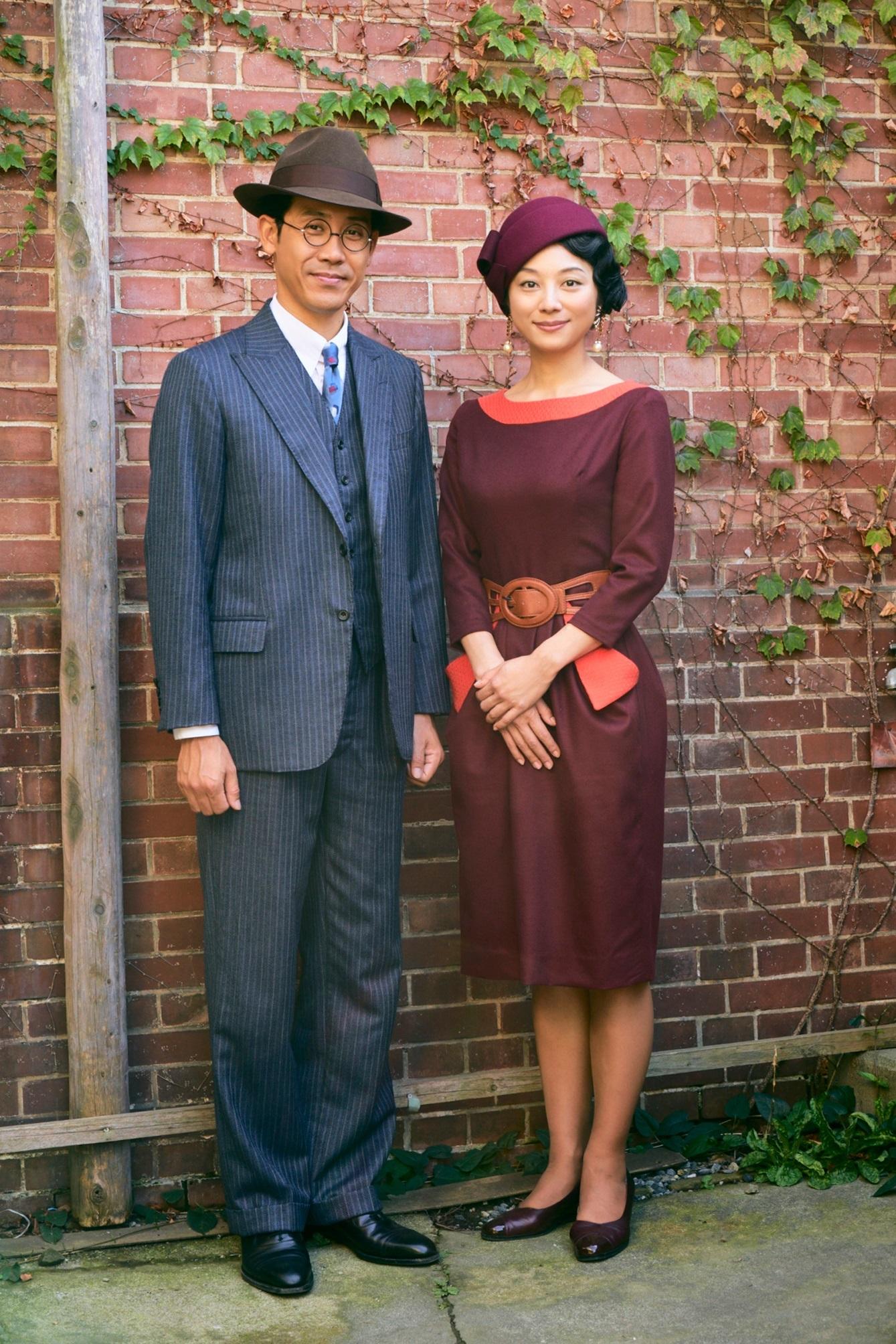 左から、大泉洋、小池栄子 (C)2019『グッドバイ』フィルムパートナーズ