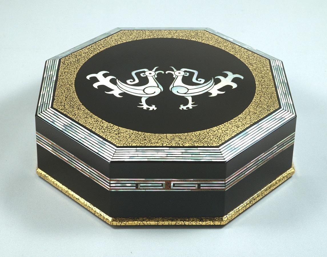 北村大通「螺鈿平脱八稜飾箱」 昭和54(1979)年 奈良県立美術館蔵