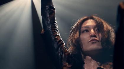 ドレスコーズ 志磨遼平、メジャーデビュー10周年記念ライブ『ID10+ TOUR』より「ビューティフル」ライブ映像公開