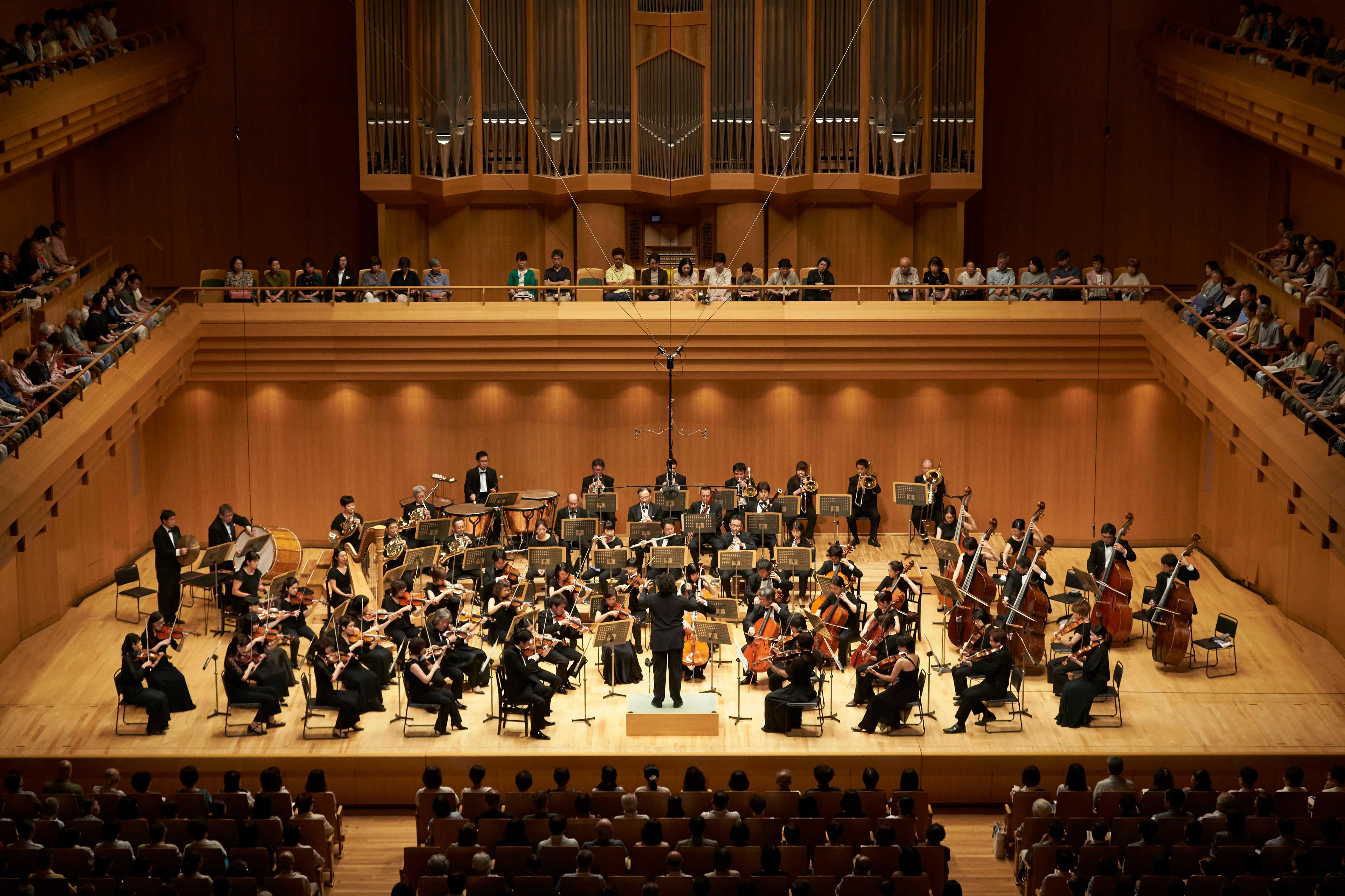 ロッシーニとベートーヴェン、ほとんど同じ編成からまったく違う音楽を紡ぎ出したバッティストーニ&東京フィル (C)上野隆文
