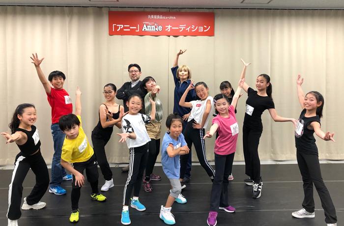 『アニー』2020 ダンスキッズ+山田和也(演出)+広崎うらん(振付・ステージング)  (C)NTV