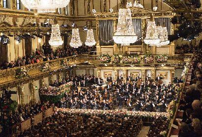 ムーティが5回目の指揮、元日の夜は『ウィーン・フィル ニューイヤーコンサート2018』で、優雅なワルツを