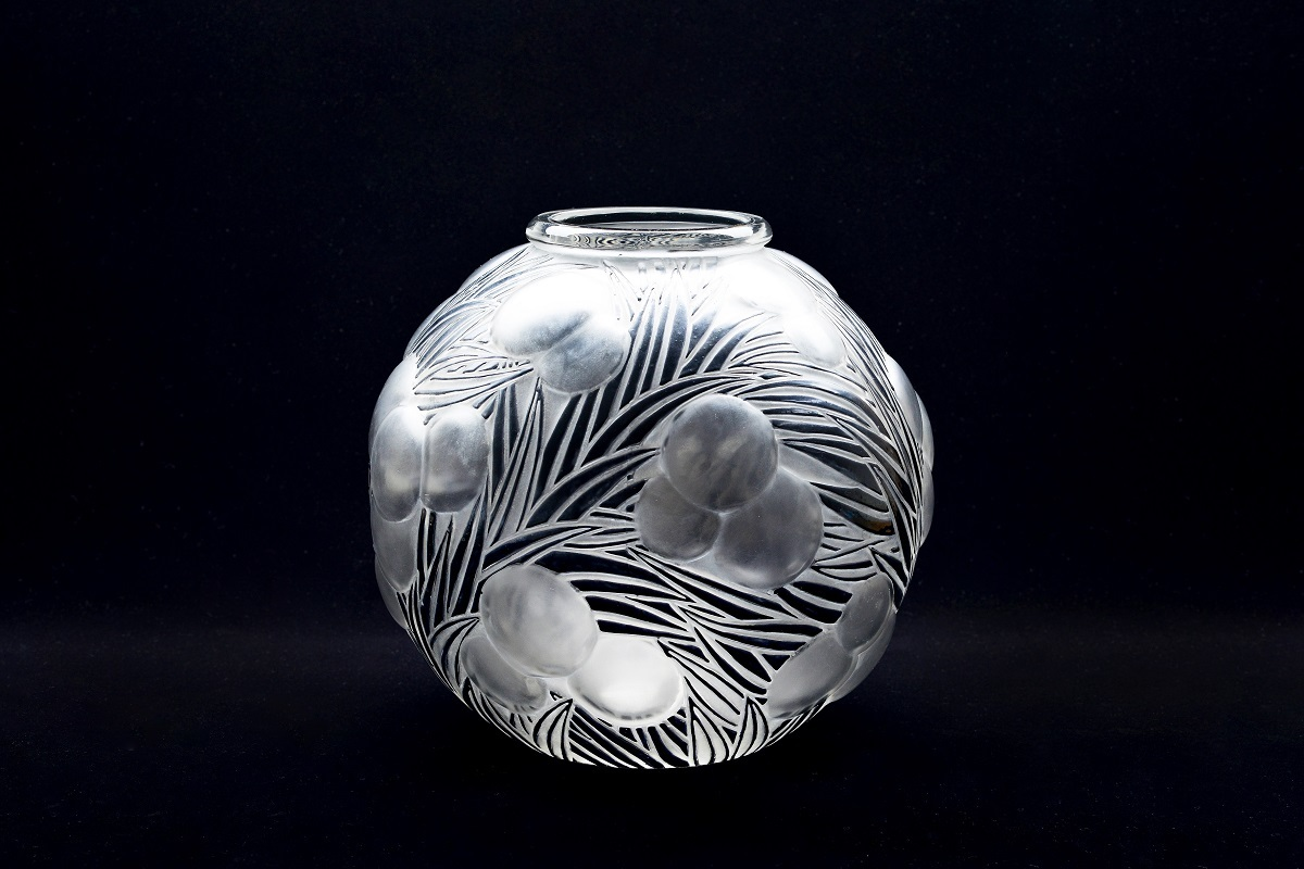 花瓶《オレンジ》1926年 透明ガラス、型吹き成形、サチネ、エナメル彩