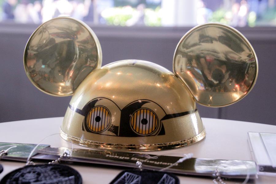 東京ディズニーランドならではの身につけグッズが可愛い (C)Disney (C)Disney (C)&™Lucasfilm Ltd