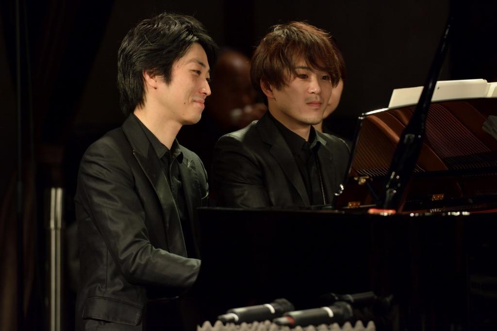 (左手前)小瀧俊治、(右手奥)米津真浩