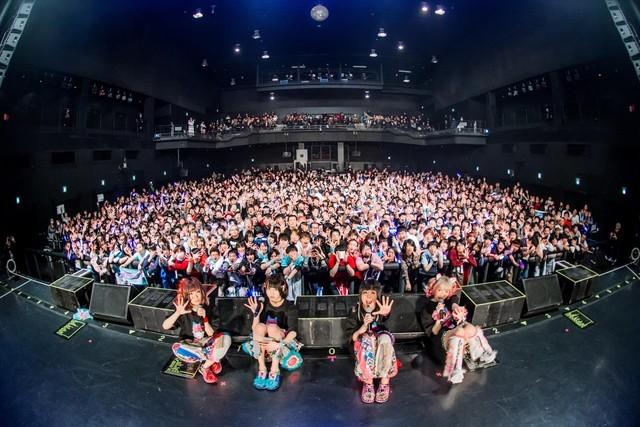 「YOUTOPIA TOUR」Zepp Tokyo公演で撮影された記念写真。(撮影:千佳)
