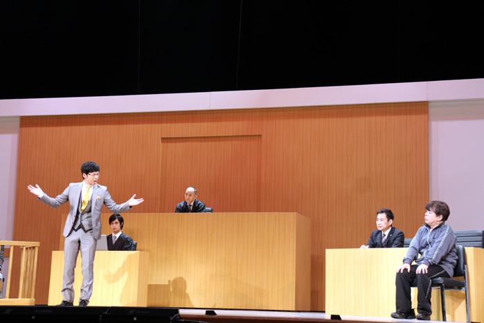 検察側(東貴博)にああだこうだと攻められ、有罪に。