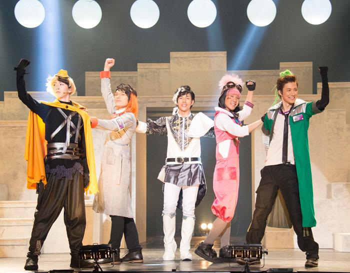左から、金星人☆ヴィー、土星人☆ドット、天王星人☆レイ、冥王星人☆ポミィ、木星人☆ジュジュ(撮影:平田貴章 )