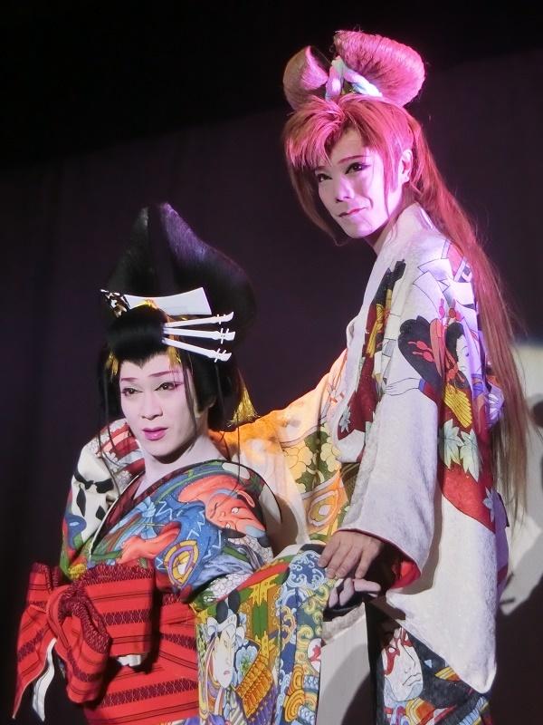 澤村千夜座長(左)・澤村神龍副座長(右)。二人の息の合ったやり取りは多くの芝居で観ることができる。(2016/2/13)