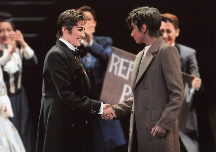 リンカーンの轟悠(左) フレデリック・ダグラスの柚香光  c宝塚歌劇団  禁転載
