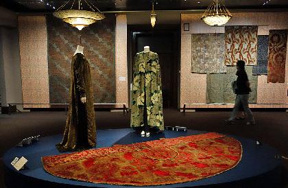 三菱一号館美術館『マリアノ・フォルチュニ 織りなすデザイン展』レポート 時代を越えた美の世界に浸る