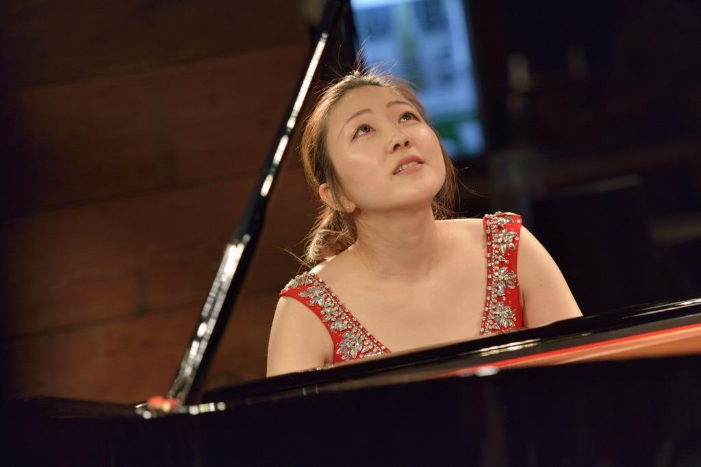 岡田奏(ピアノ)