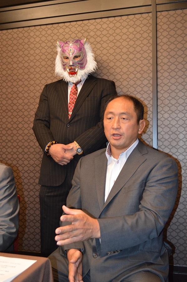 スーパー・タイガー(リアルジャパン)と「正義超人」タッグを組む大谷晋二郎(ZERO1)