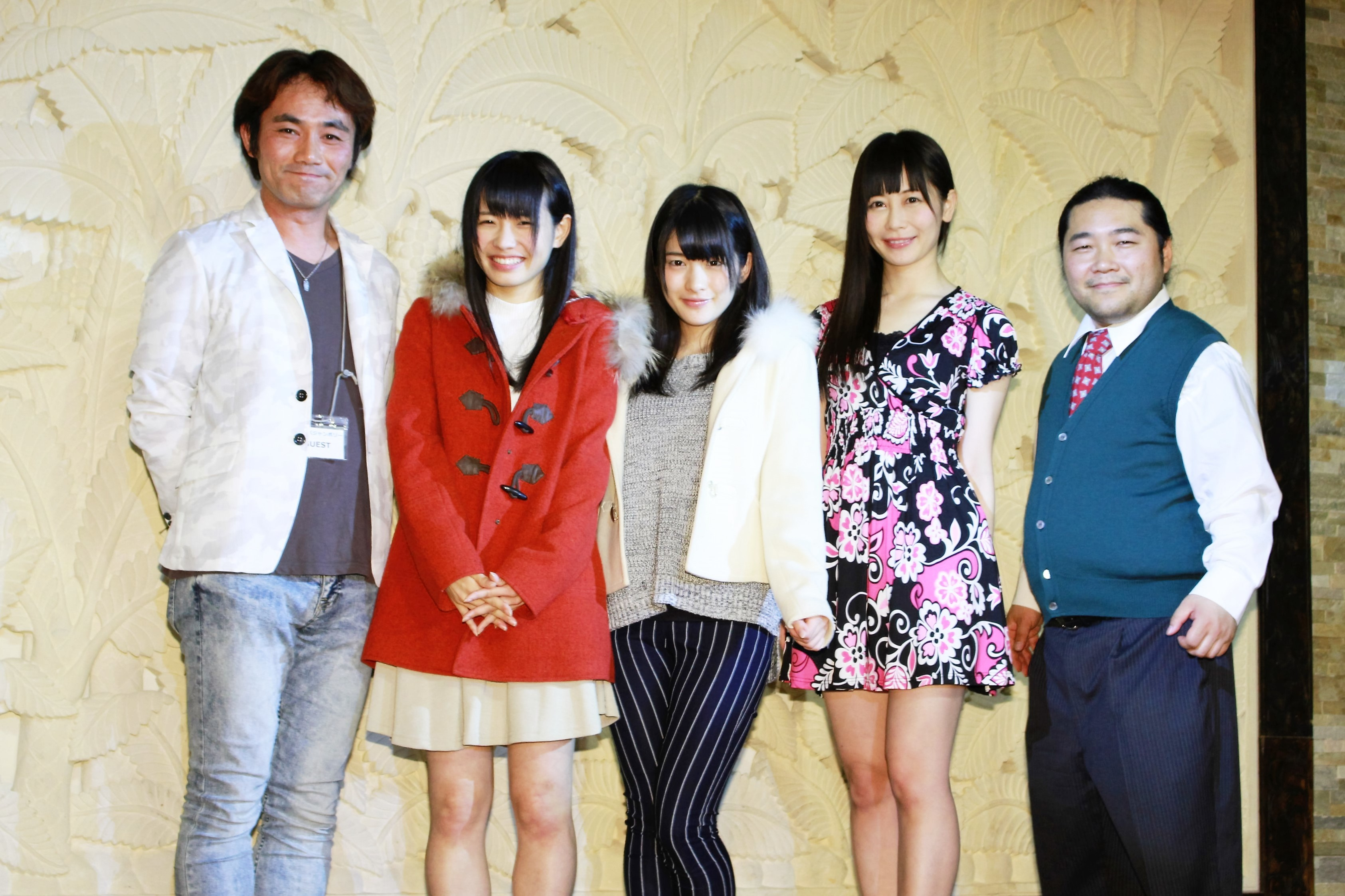 左から、藤田真一監督、窪田美沙、神谷えりな、桜のどか、松木威人