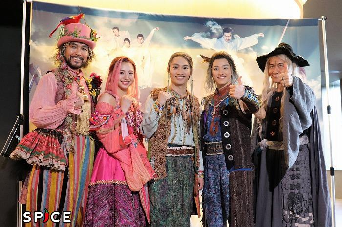 (左から)大澄賢也、浜崎香帆、藤原丈一郎、大橋和也、ダイアモンド☆ユカイ