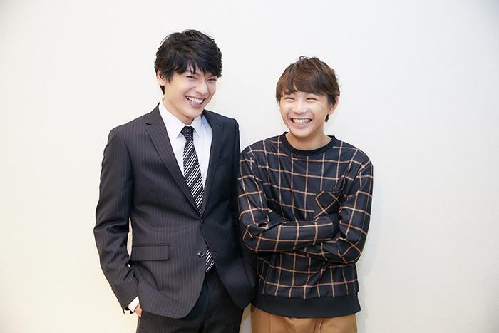 (左から)崎山つばさ、須賀健太