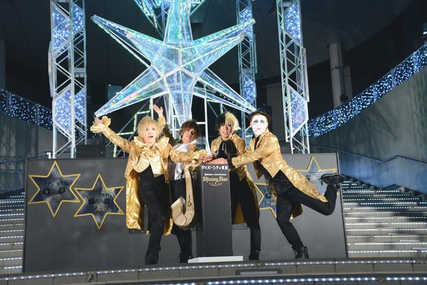「SHINING STAR ILLUMINATION ゴールデンボンバー with ダイバーシティ東京」点灯式に出席したゴールデンボンバー。