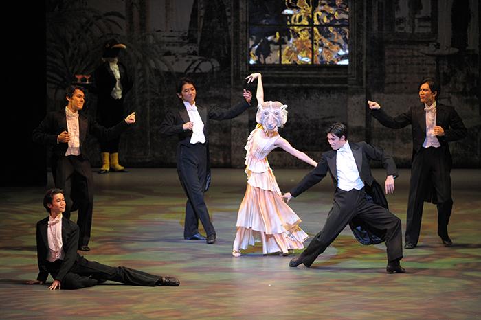 「ニューイヤー・バレエ」の演目の一つ、『ペンギン・カフェ』(2010年)ではユタのオオツノヒツジを踊った 撮影:鹿摩隆司