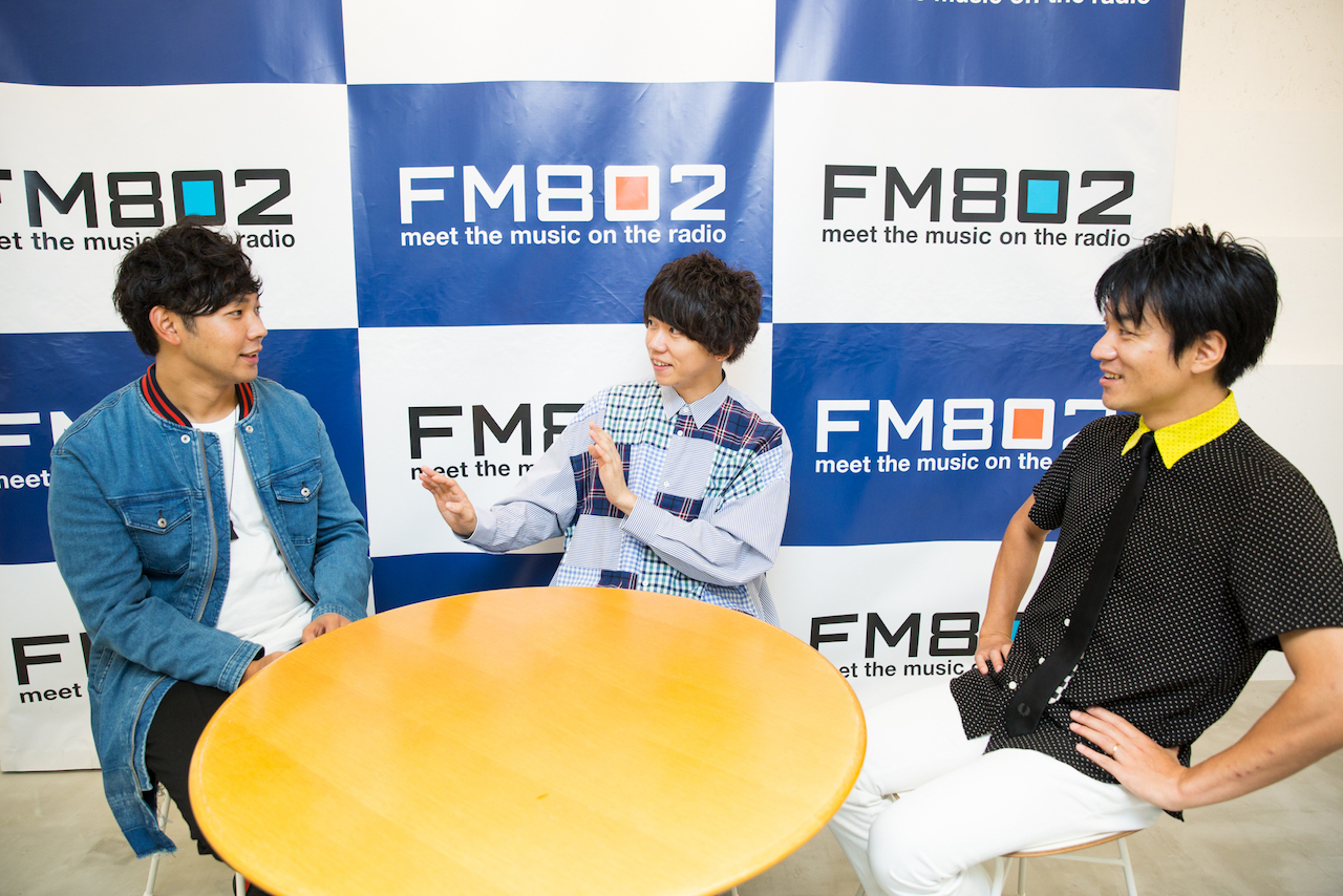 左:Rover(ベリーグッドマン) 中:片岡健太(sumika)右:DJ飯室大吾(FM802) 撮影:森好弘