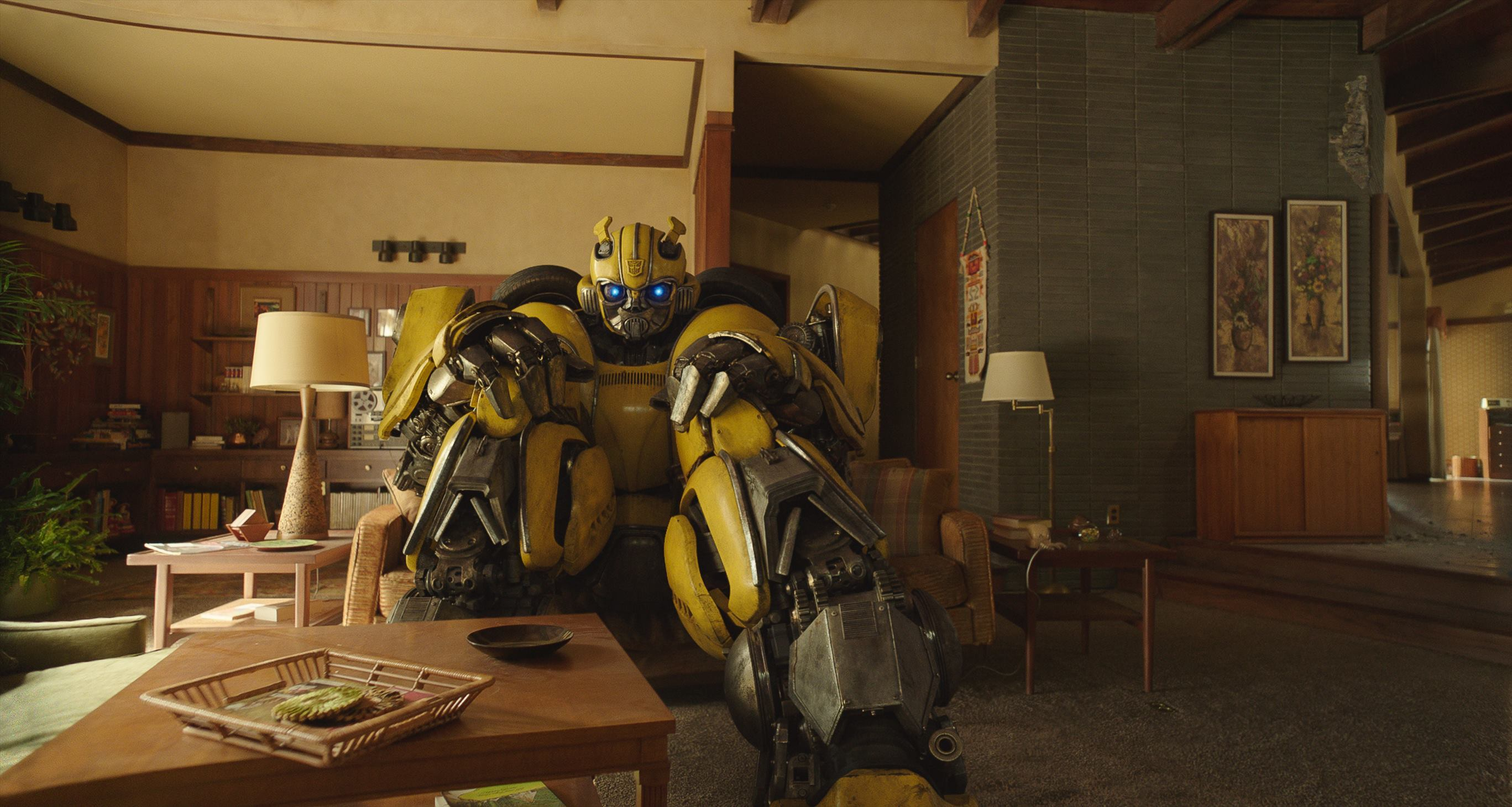 (C)2018 Paramount Pictures. All Rights Reserved. HASBRO, TRANSFORMERS, and all related characters are trademarks of Hasbro.  (C)2018 Hasbro. All Rights Reserved. 『バンブルビー』