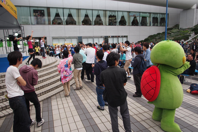 第2回アニ玉祭(2014年)の様子。右に写っているのは、ヲタ芸をする埼玉県志木市のカパル。筆者撮影